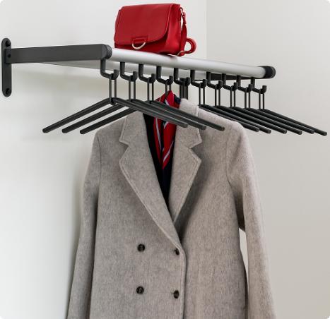 Wandkapstok met hangers